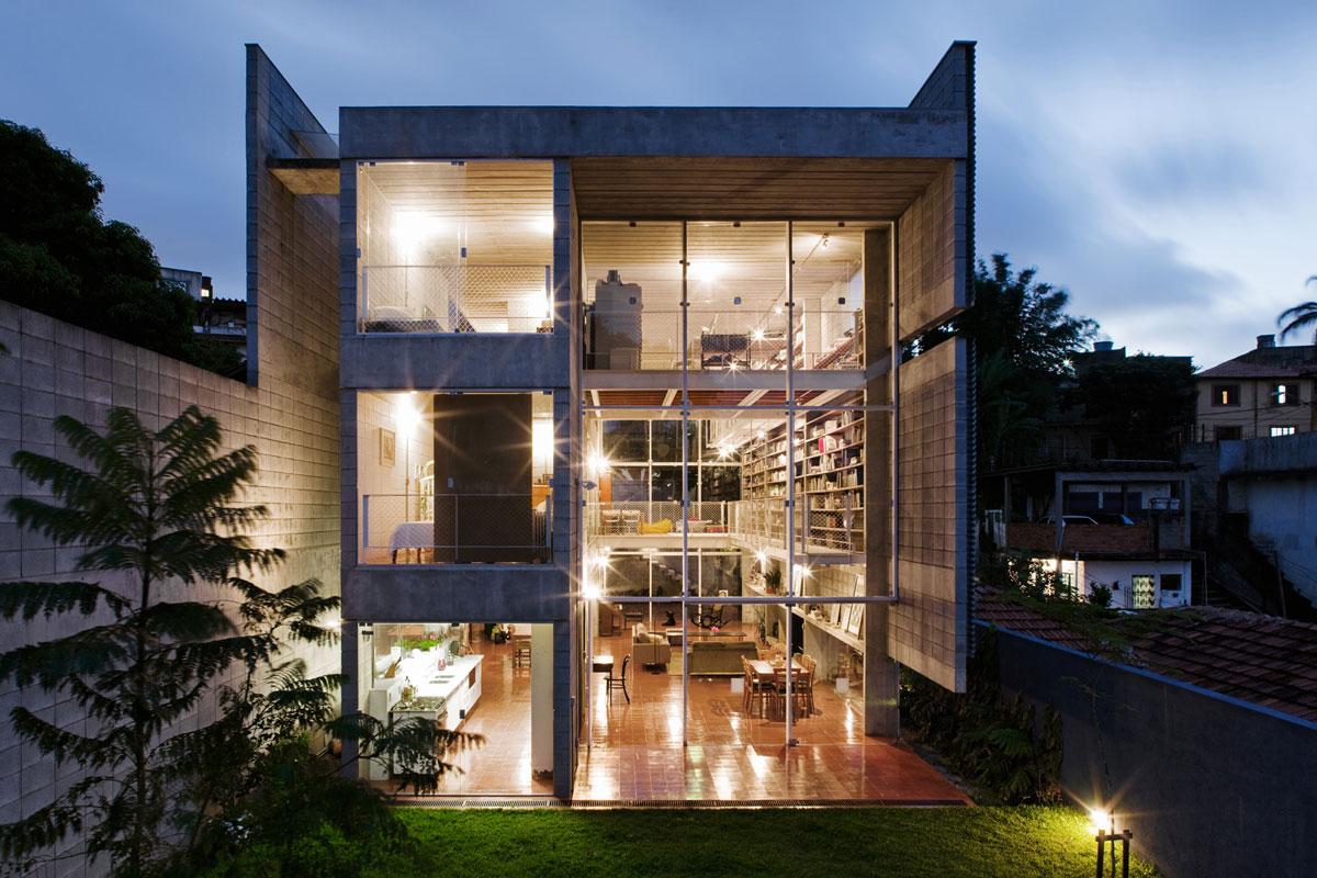 Casa no morro do querosene gruposp for Semi concrete house design
